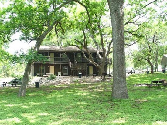 Gruene River Outpost Lodge: Lodge
