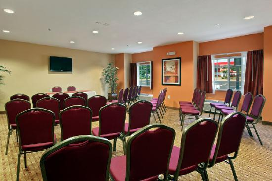 Microtel Inn & Suites by Wyndham Anderson/Clemson: Meeting space up to 40ppl.