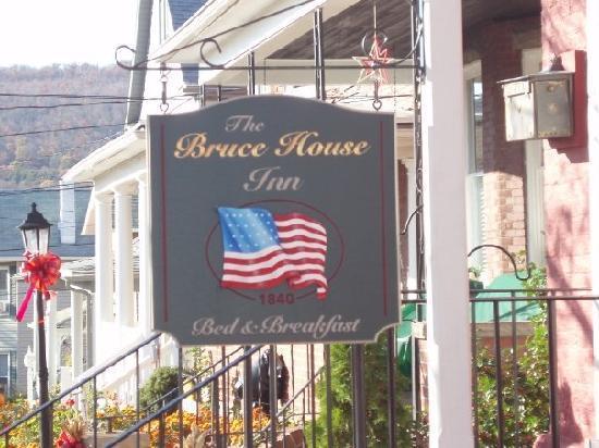 Bruce House Inn: The sign outside of the B&B