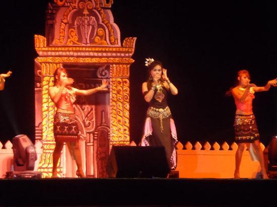 Savan Vegas Hotel & Casino: Grand opening with a Thai pop star