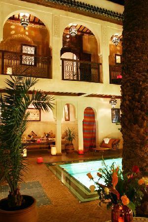 Riad Palmier: patio