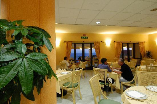 Santa Caterina di Pittinuri, Ιταλία: sala ristorante