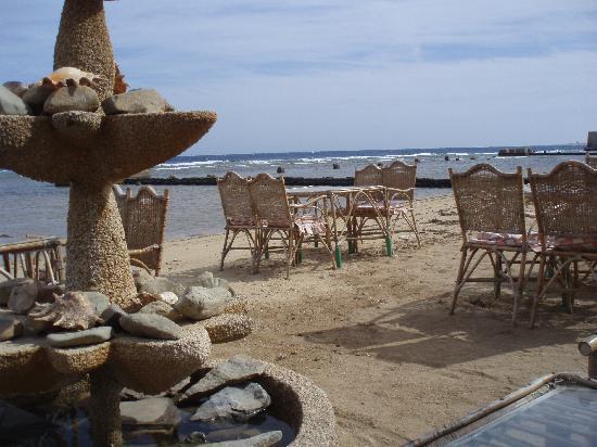 El Ferdous Fish Restaurant: water feature