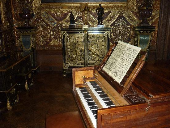 Throapham House B&B: Music room Chatsworth House