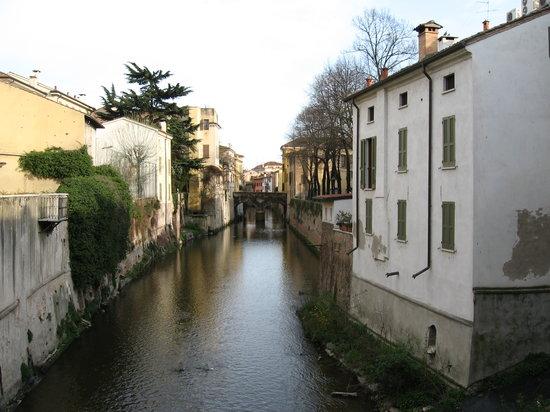 Lombardía, Italia: veduta del rio
