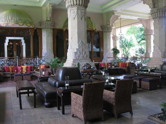 The Leela Palace Bengaluru: Bar