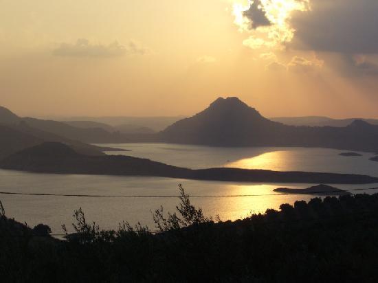 Casa La Celada: Lake Iznajar
