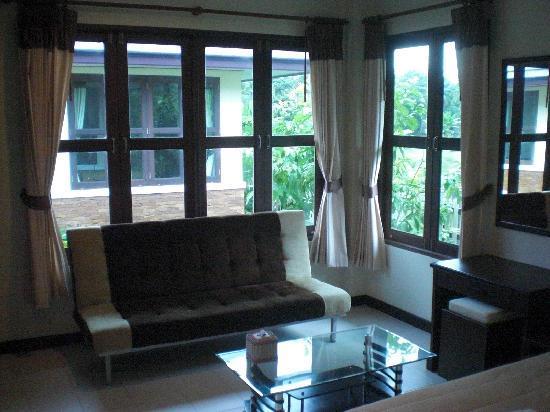 Noren Resort: Relaxing area in the room