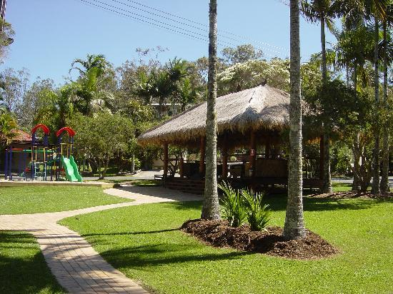 BIG4 Atherton Woodlands Tourist Park: Balinese Cabana & Playground overlooking the Pool