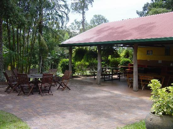 BIG4 Atherton Woodlands Tourist Park: Well equipped Camp Kitchen for Sites