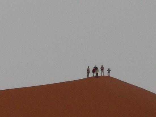 Auberge Ksar Sania: les dunes derriere le ksar