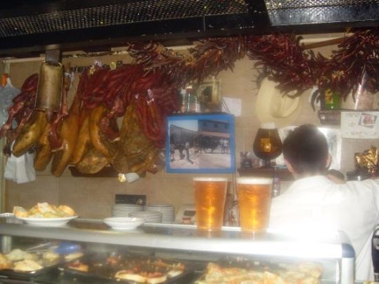 Restaurante El Tigre: el zapotlan gachupin! jajaja, te dan un chingo de tragason por pedir chelas, la unica diferencia