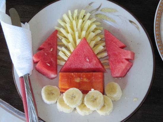 Arjana Bungalows 2: el desayuno con templo incluido..