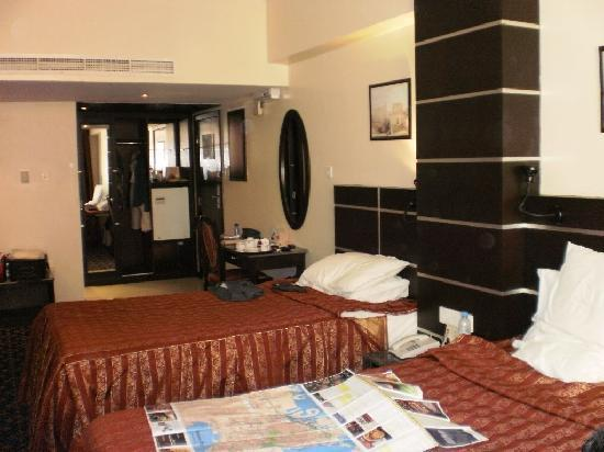 Metropolitan Hotel Bahrain : Room from the other side