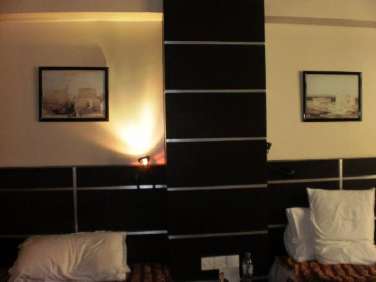 Metropolitan Hotel Bahrain : Cots