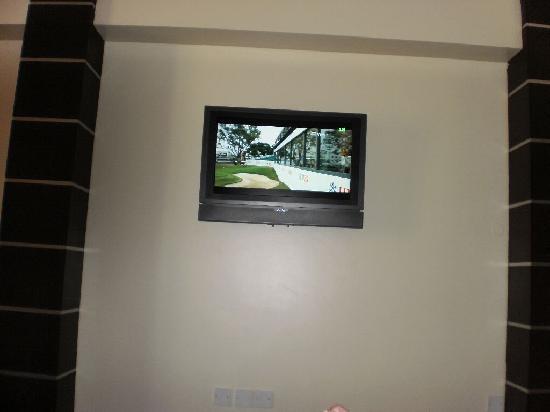 Metropolitan Hotel Bahrain : Television