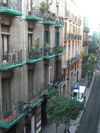 เพ็นชั่น เซเกร: vue du balcon