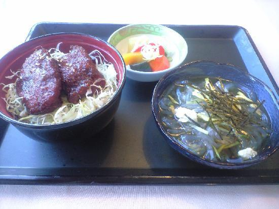 Kantenpapa Garden : レストランのご当地名物、ソースカツ丼にも寒天がプラスされています。