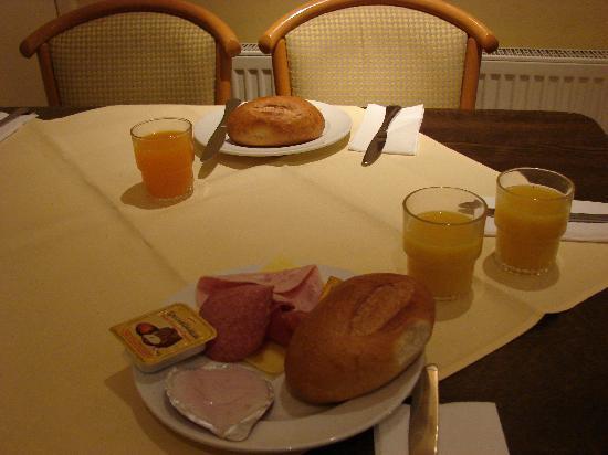 Hotel Restaurant Scheid: Entirely adequate breakfast for my taste