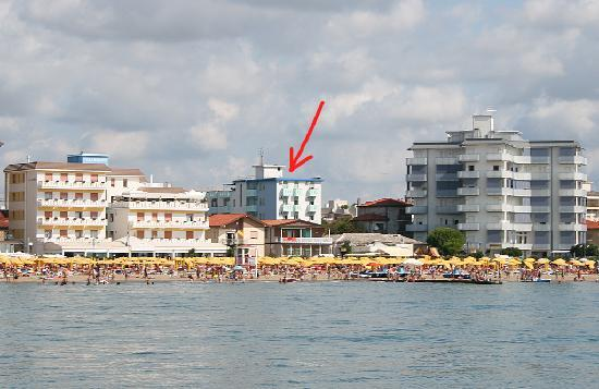 Hotel Terramare: View from the sea - the arrow points at the hotel