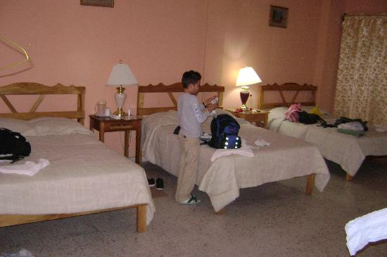 Hotel San Jorge: Room with 3 beds