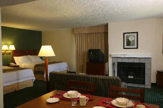 Sonesta ES Suites Minneapolis - St. Paul Airport: Most rooms have a fireplace!