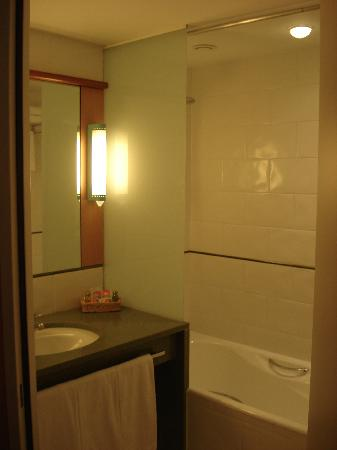 Hotel Tropical: Baño
