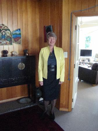 Prens Leather: Jo in Canary Yellow Jacket with belt