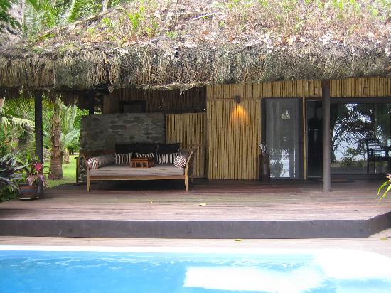 Qamea Resort And Spa Fiji: Deck & plunge pool