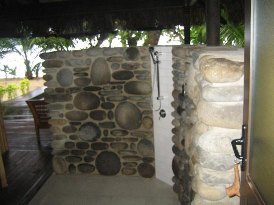Qamea Resort And Spa Fiji: Outdoor shower
