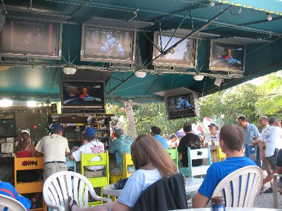 Ocean View Inn and Sports Pub: Tiki Bar with TVs for Sat College Games