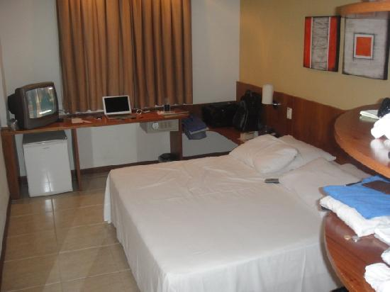 Executive Inn: Room