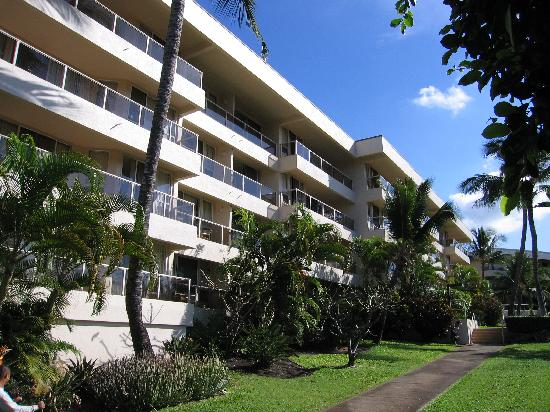 Maui Banyan Condos: Outside of one of the buildings.