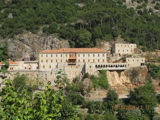 Bcharre, Libanon: Qozhaya Monastery