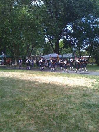 Athena, OR: Boise Highlanders marching by