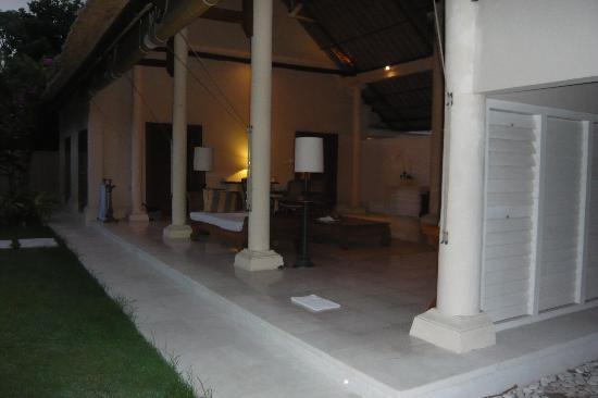 Jimbaran Alamanda Villa : side view living area