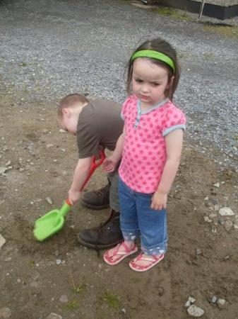 Donegal Town, Irlanda: these boots were made for walking...
