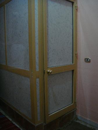 Bedouin Hostel: Toilet