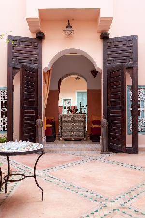 Riad Nakhil : Portes du salon patio