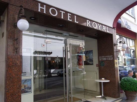 Hotel Royal: エントランスです。