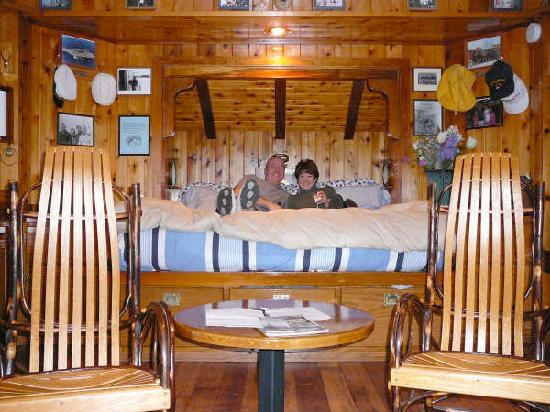 Ship House Bed and Breakfast: Captain's Cabin fit for a King!