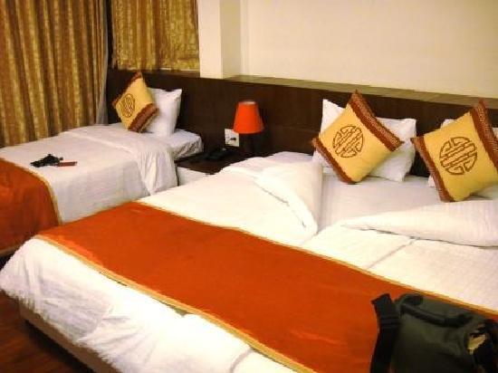 Hanoi Serenity Hotel: our triple room