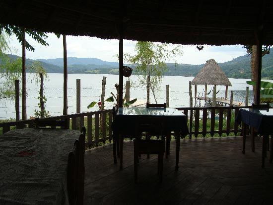 La Cabana del Lago: Comedor, vista a la laguna