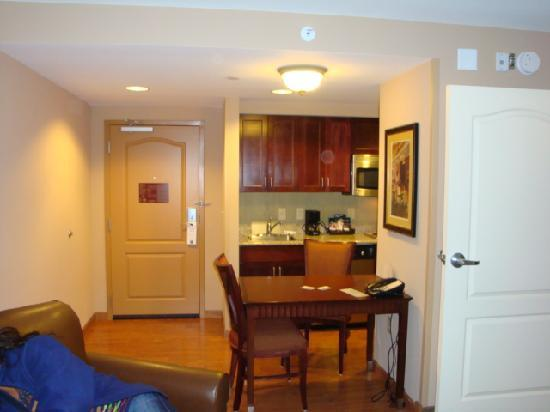 Homewood Suites by Hilton Jacksonville Downtown/Southbank : Kitchen /dining area