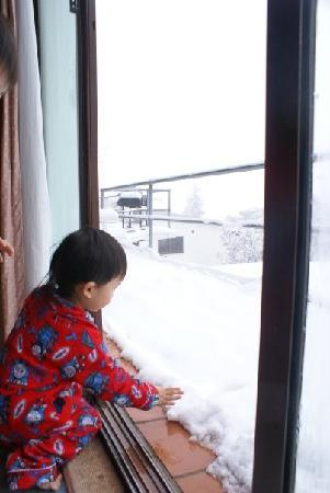 Kilimanjaro Apartments: Kids playing with snow on the balcony