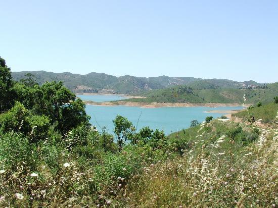 Walking in the hills behind Duas Quintas