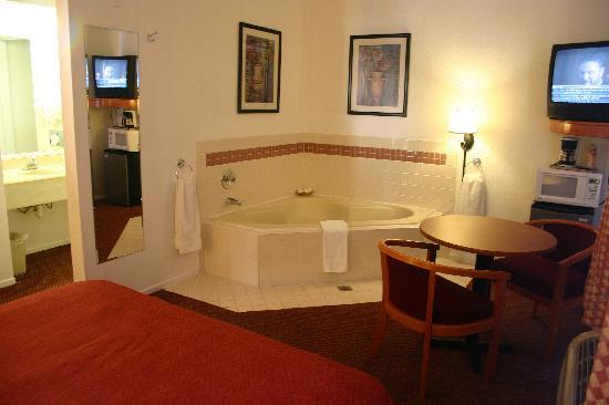 Portofino Beach Inn: Queen SPA room