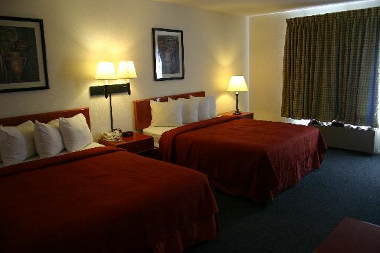 Portofino Beach Inn: Two Queen Beds Room