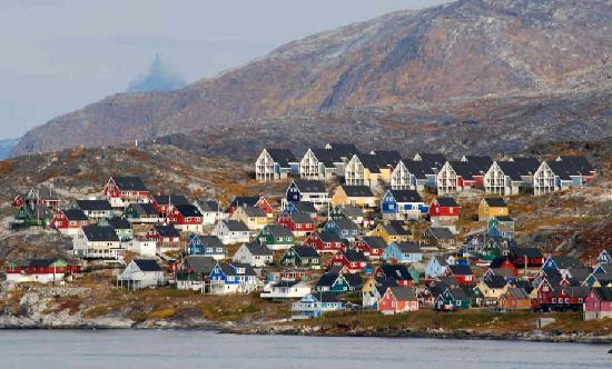 Нук, Гренландия: A view of colorful Nuuk, Greenland