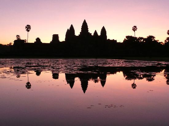 Siem Reap, Kamboçya: Sunrise at Angkor Wat
